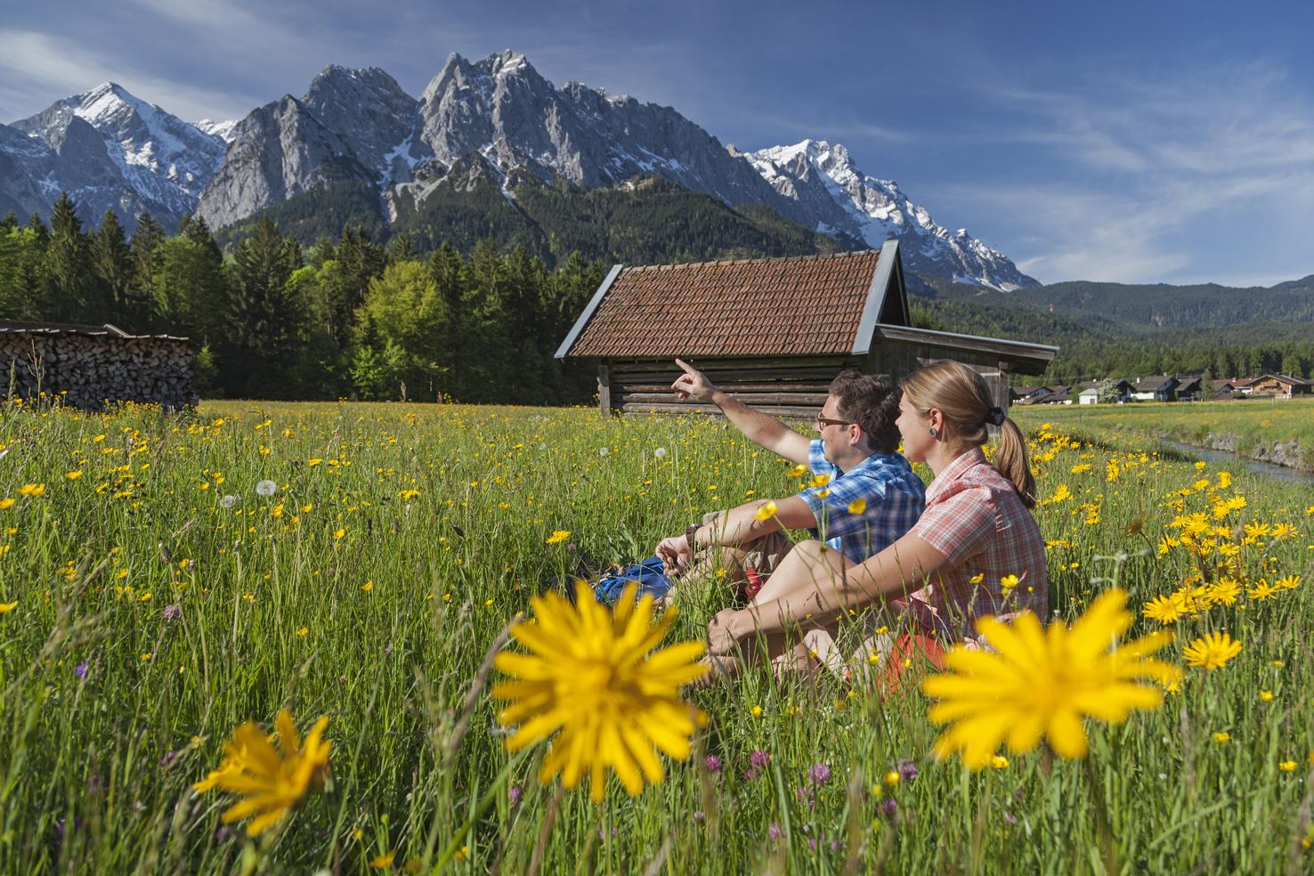 Grainau im Frühling mit Zugspitzmassiv