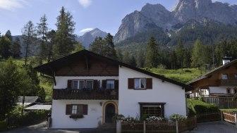 Gästehaus mit Bergblick
