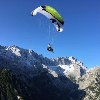Gleitschirmflug übers Höllental in Grainau, © Fly Garmisch - Foto Dippon