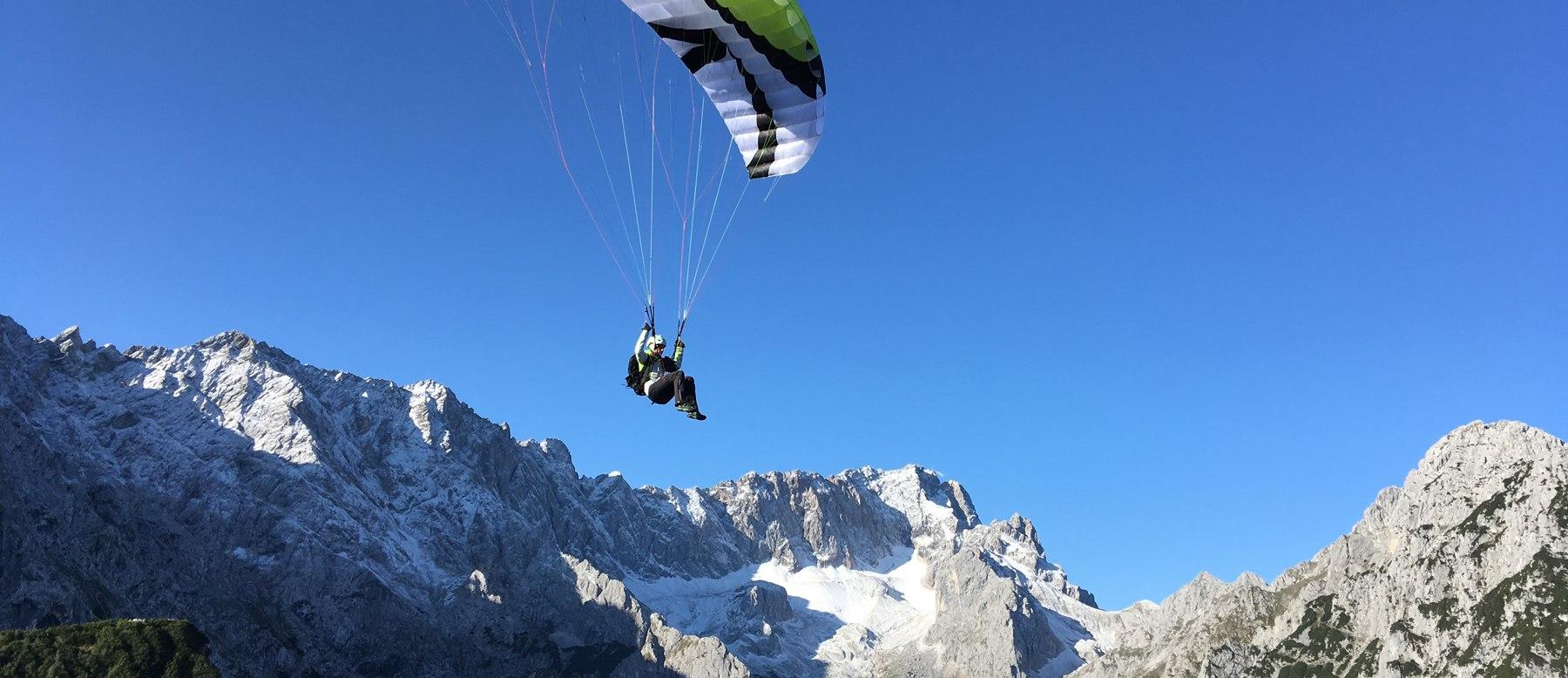 paragliding flight Höllentall in Grainau, © Fly Garmisch - Foto Dippon