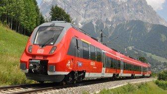 Zug mit Berge, © Pixabay