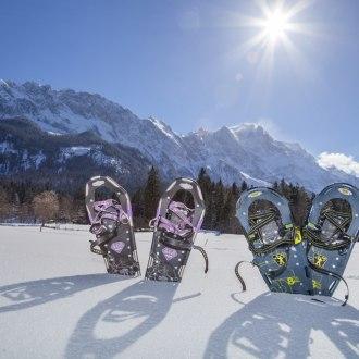 Snow shoeing in the Zugspitz village Grainau., © Tourist-Information Grainau - Foto Bäck