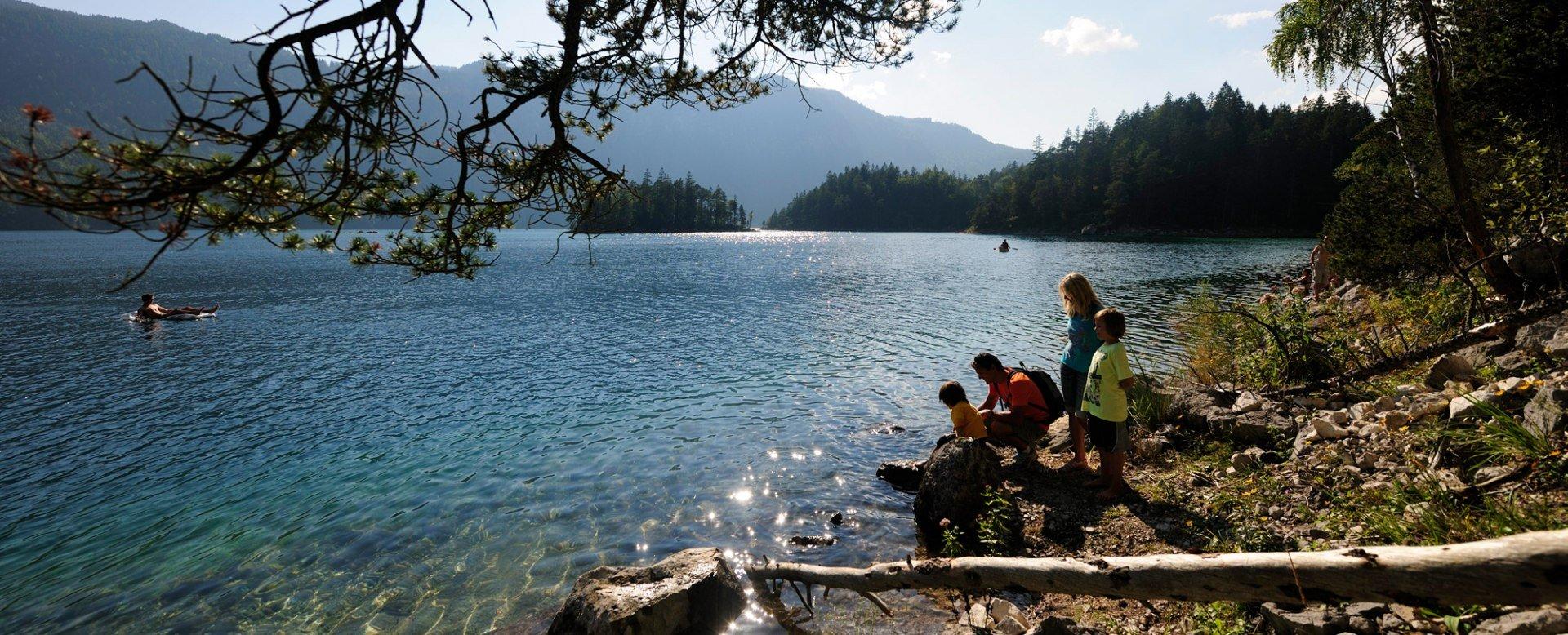 Eibsee mit Familie, © Tourist-Information Fotograf Ehn