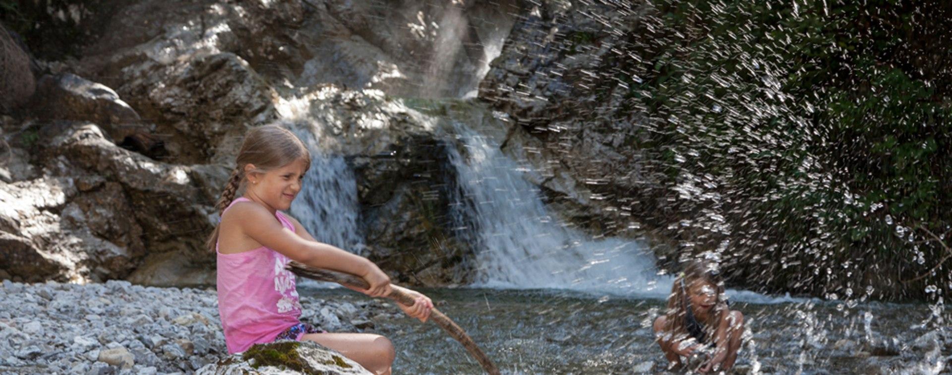 Kinder im Wasser, © Touristinformation Grainau - Foto Bäck