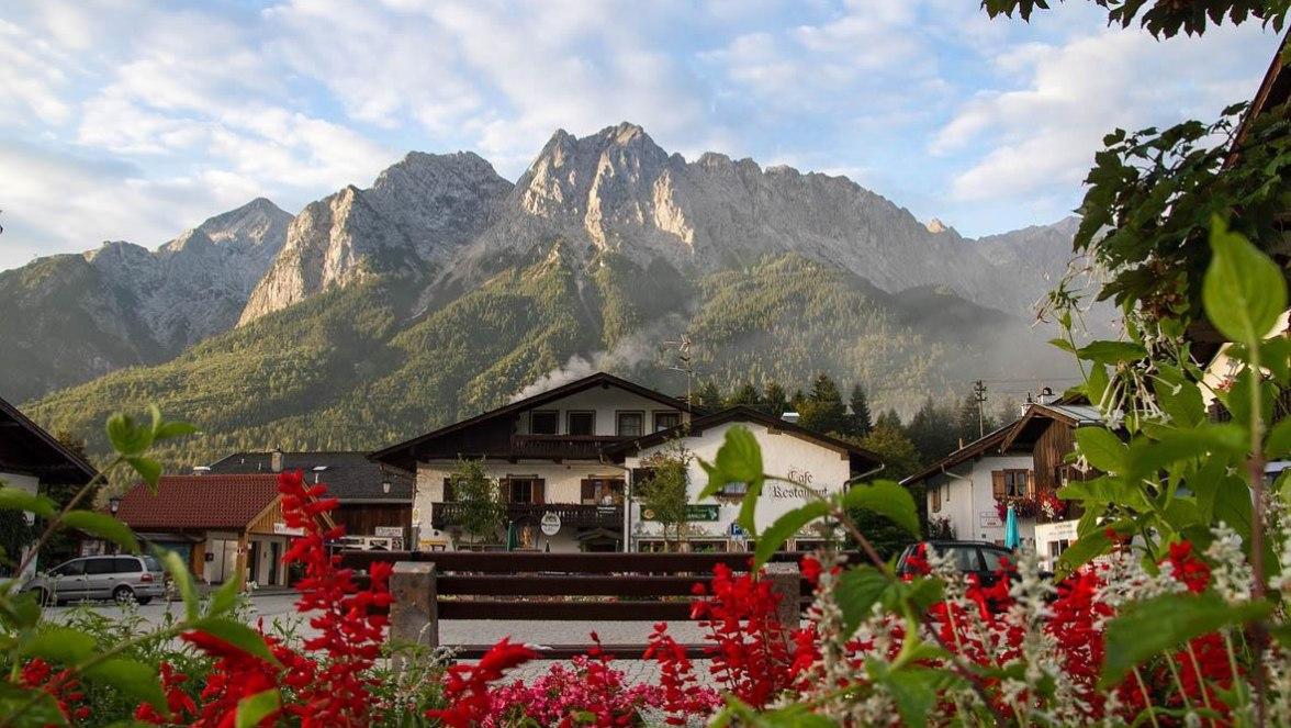 Unterer Dorfplatz, © Tourist Info- Mönch