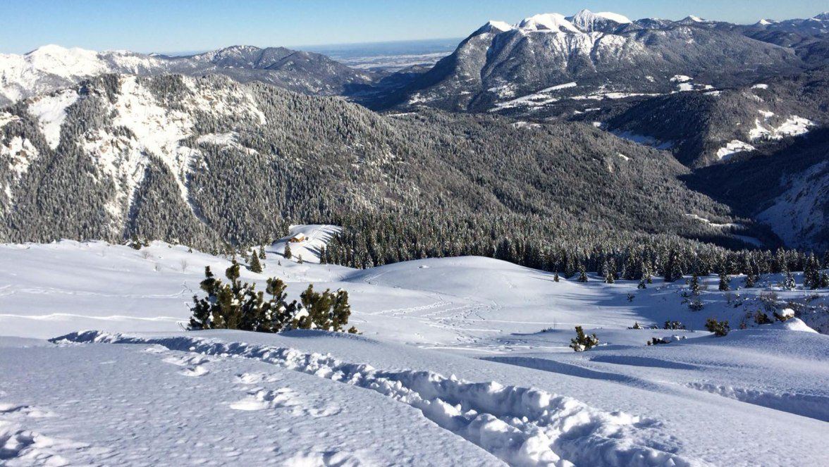 Skitour Stuibn Spur mit Blick ins Tal Grainau, © Tourist Info - V. Stroh