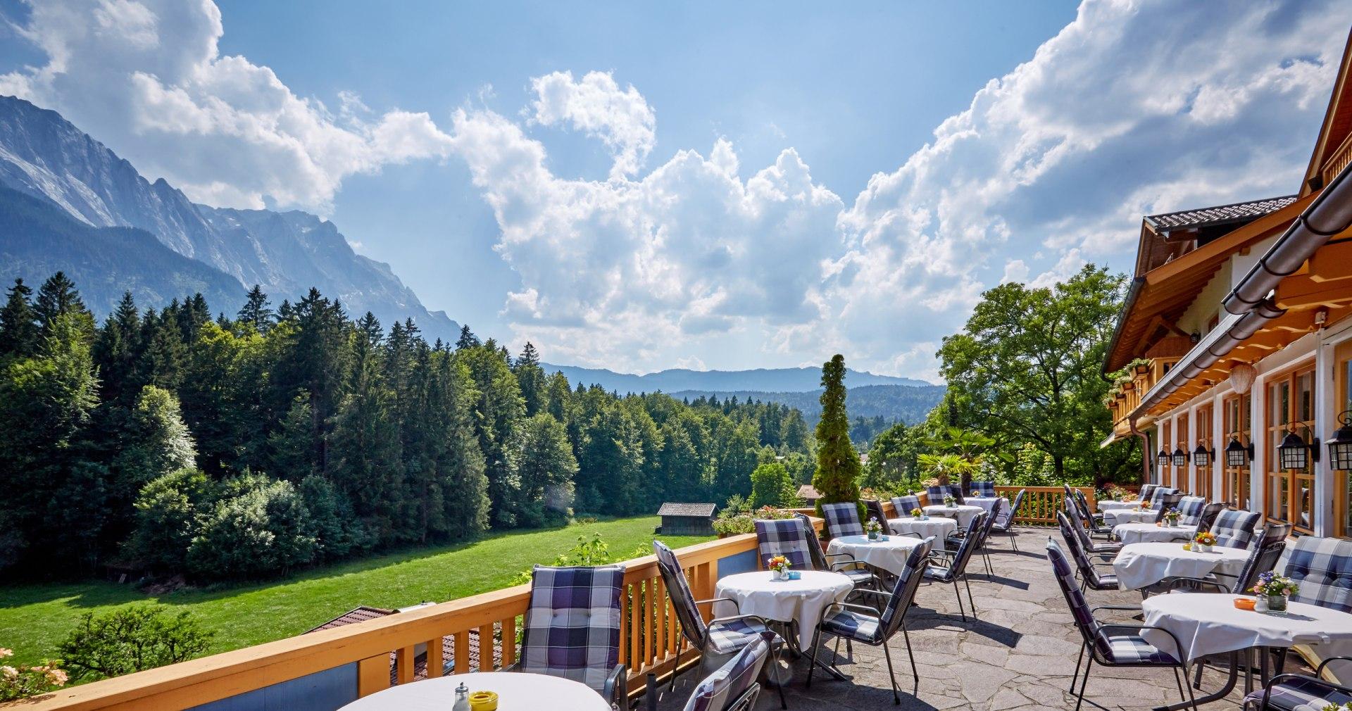Aussichtsterrasse im Hotel Waxenstein, © Romantikhotel Waxenstein - Gilsdorf